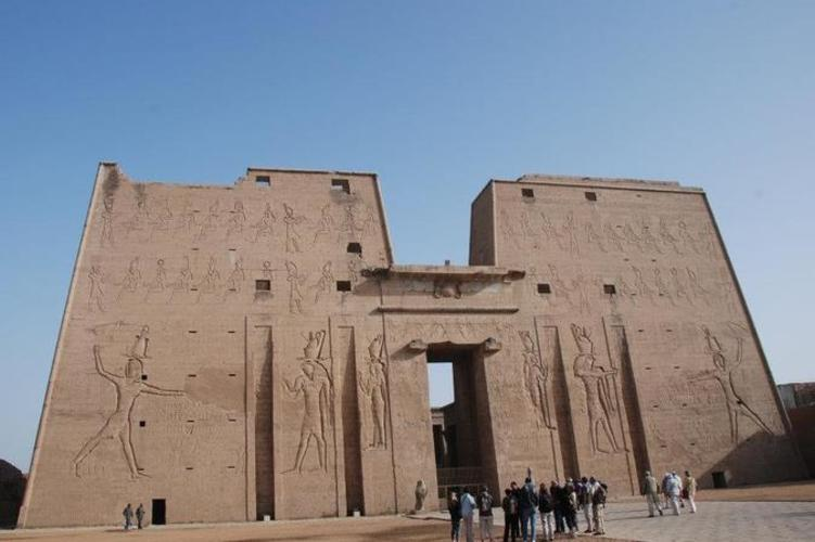 day-trip-to-luxor-from-aswan-passing-by-kom-ombo-and-edfu-temples-in-aswan-488520_751x500